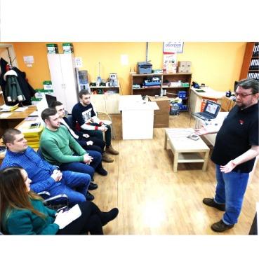 Представить завода СТН Олег Коротков проводил курсы по новой продукции обогревателей.
