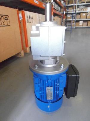 Возможность комплектации выдувных установок МН-800М однофазными или трехфазными двигателями.