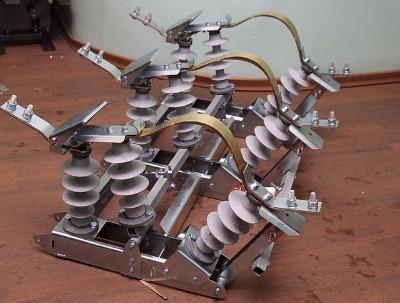 Разъединитель линейный качающегося типа РЛК-10.IV/400
