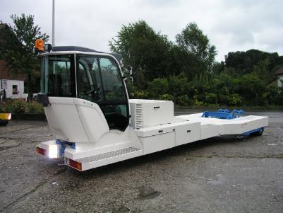 Аэродромный тягач Flyer Truck